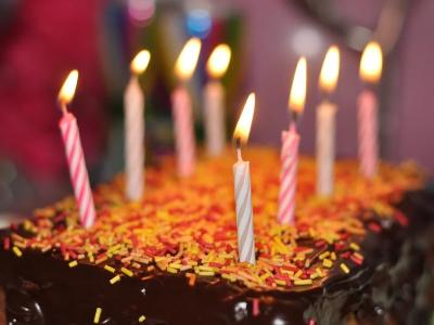 20 mensagens de aniversário para prima distante que são como voltar no tempo